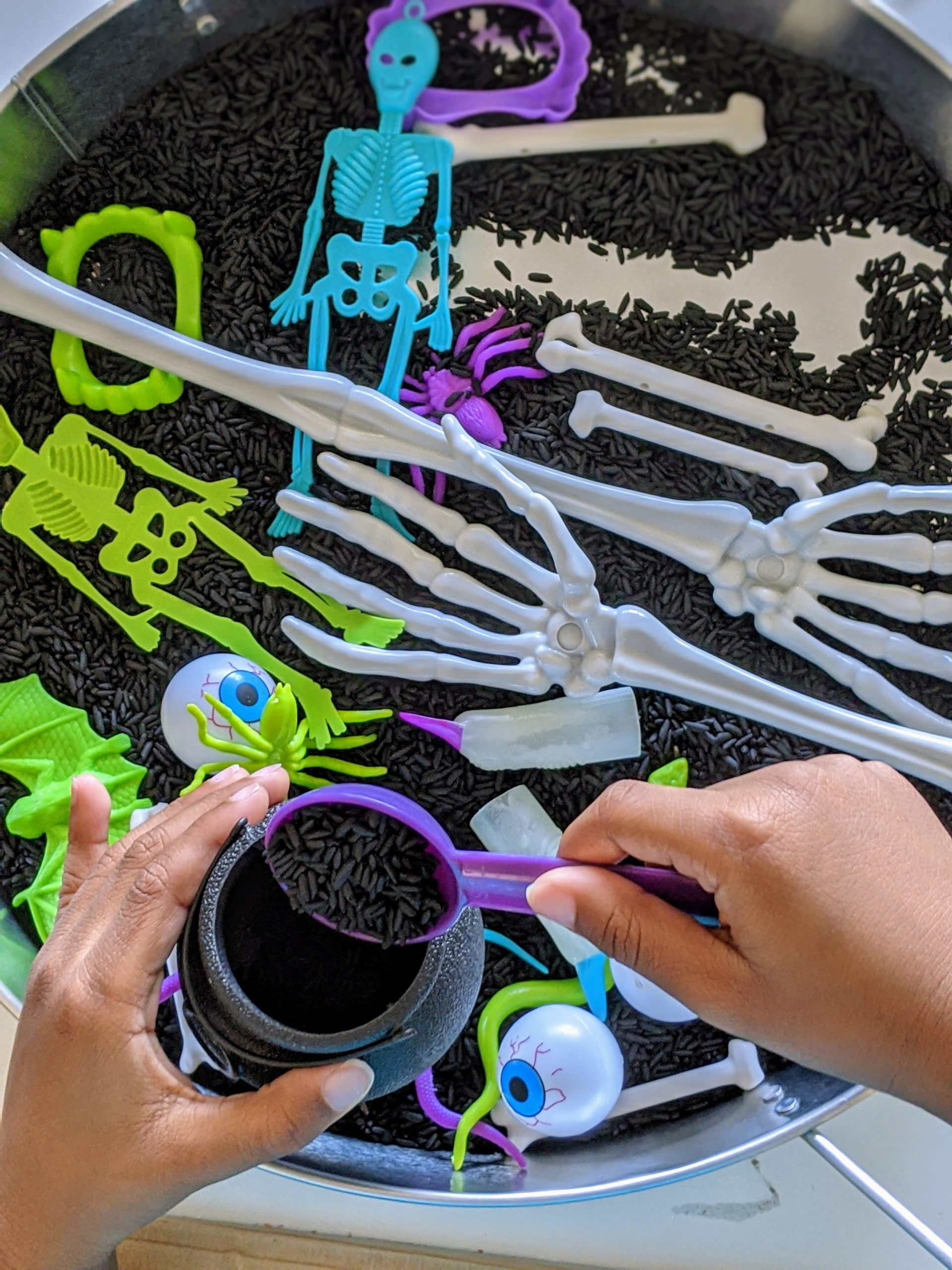 Halloween sensory tray for kids